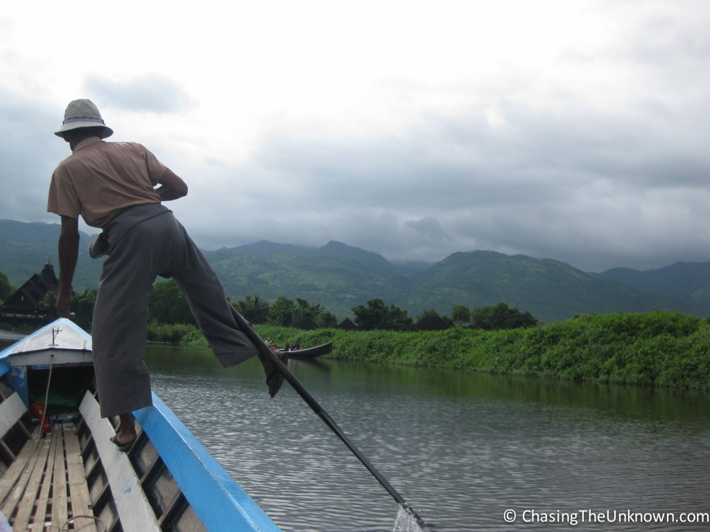 inle-single-leg-rowing